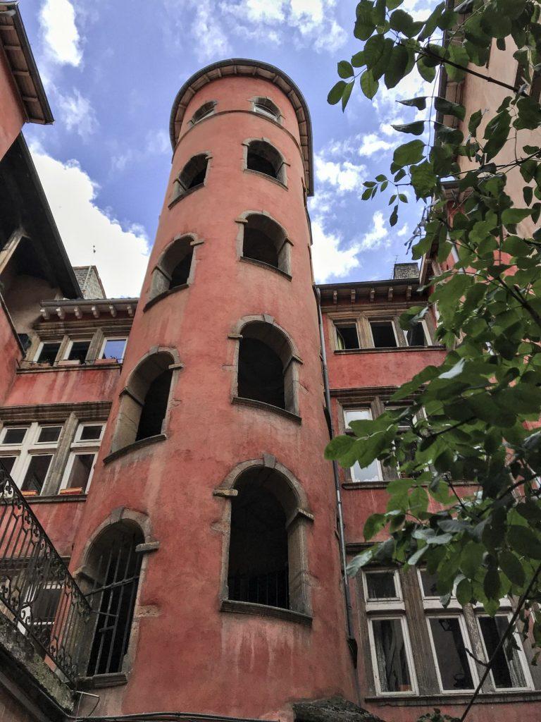 la Tour Rose, au 16 rue du Bœuf