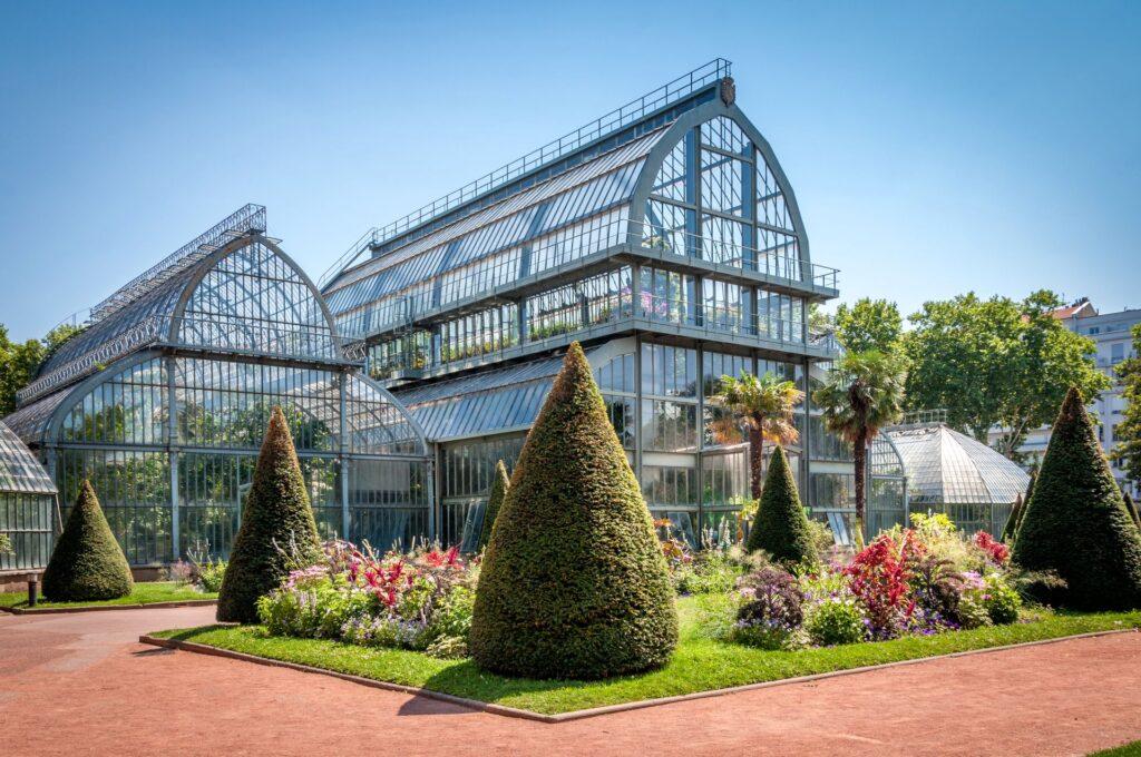 Les grandes serres au parc de la tête d'or à Lyon qui abrite des plantes