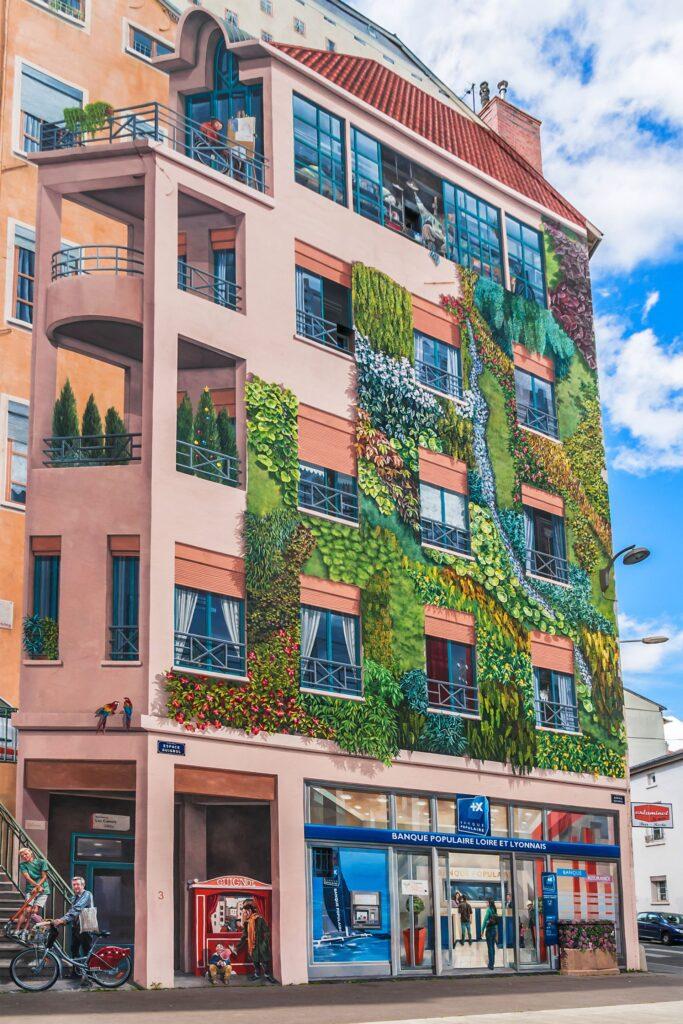 Le mur végétal sur la fresque peinte des Canuts