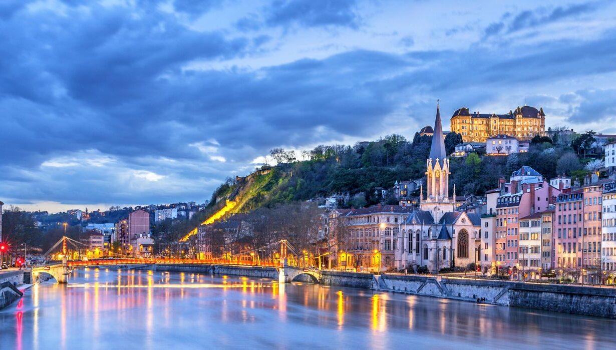 Vue de la ville de Lyon depuis le Rhône